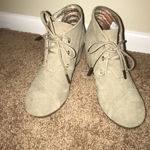 Toms suede wedges
